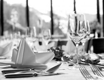 restaurant-gedeckter-tisch